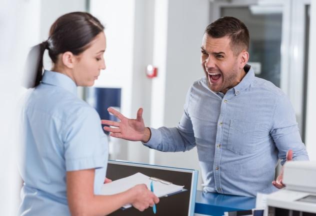 Jak rozmawiać z niezadowolonym Pacjentem? Poznaj 8 skutecznych zasad!
